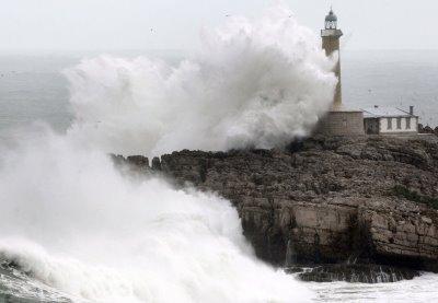 ...Y siguió viendo a Esmeralda en las olas de aquel mar embravecido...