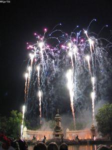 ¿Será que la felicidad es una música nocturna con fuegos artificiales?...