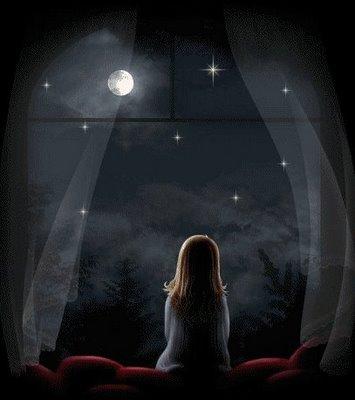 Niña mirando la luna