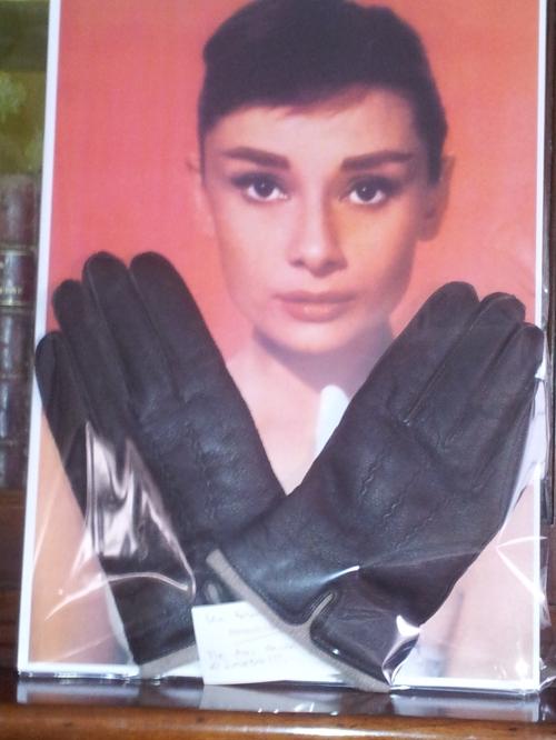"""""""Sometimes dreams come throot"""", dijo Garci cuando recibió su Oscar. Y es verdad. Audrey Hepburn reaparecio en tu vida y te mando un par de guantes..."""