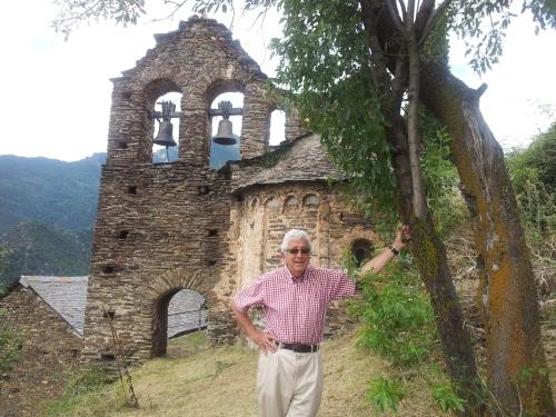 la pequeña iglesia románica de Estaron, una de las muchas que podrían integrarse en esta nueva ruta...