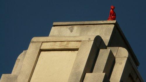 Si Madrid le aburre a ras de tierra, levante la vista y mira en los tejados...